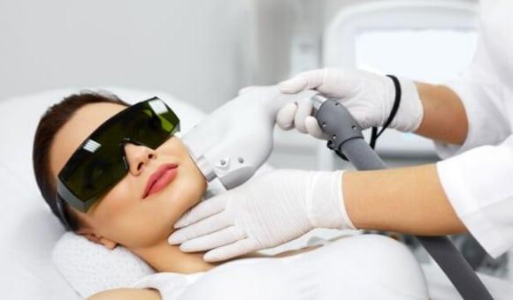 facial rejuvenation treatment on woman
